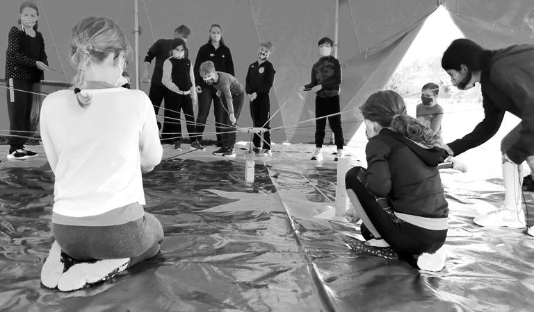 Zirkus-Giovanni-Bamberg-Fäden-ziehen
